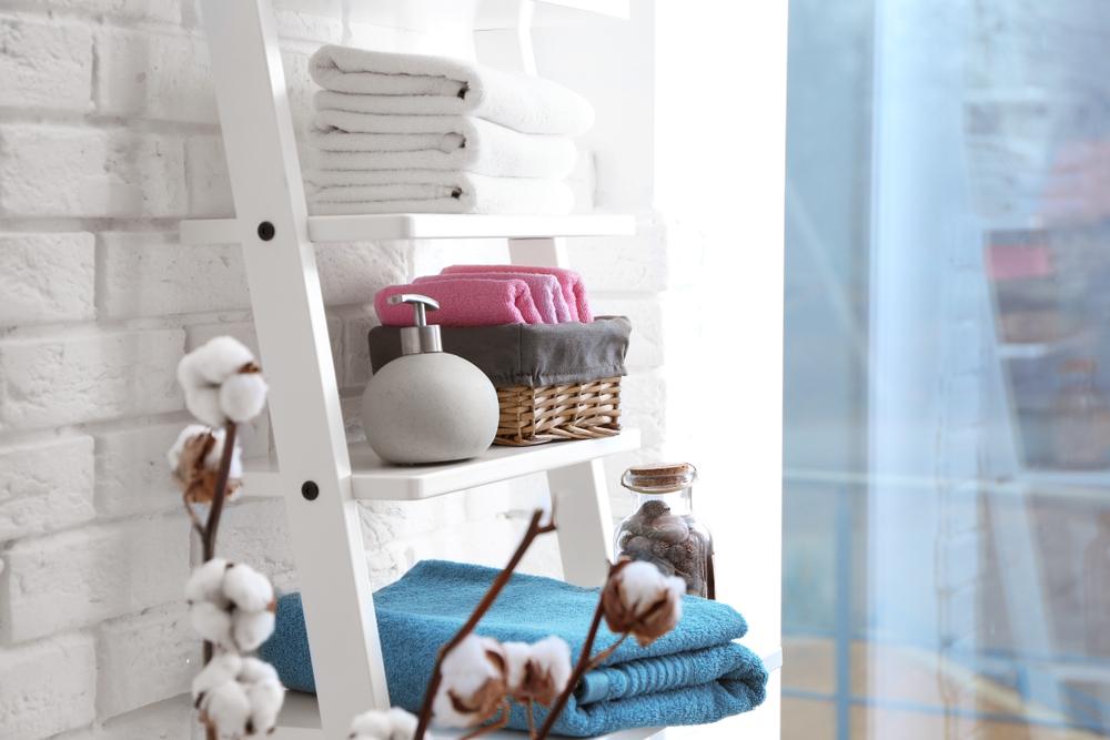 Идеи для хранения лестниц в ванной