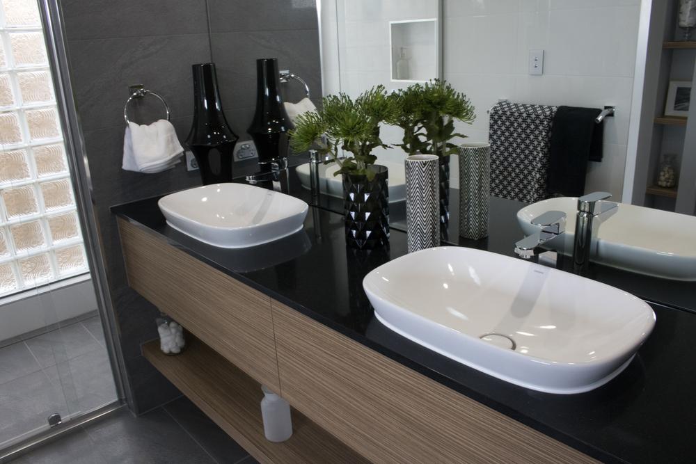 Открытые полки для ванной
