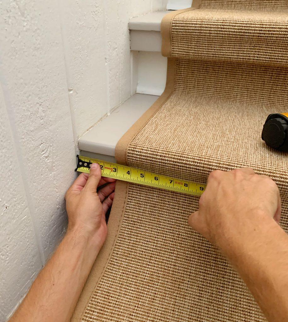 Измерительная лента, проверяющая размещение сизалевой лестницы