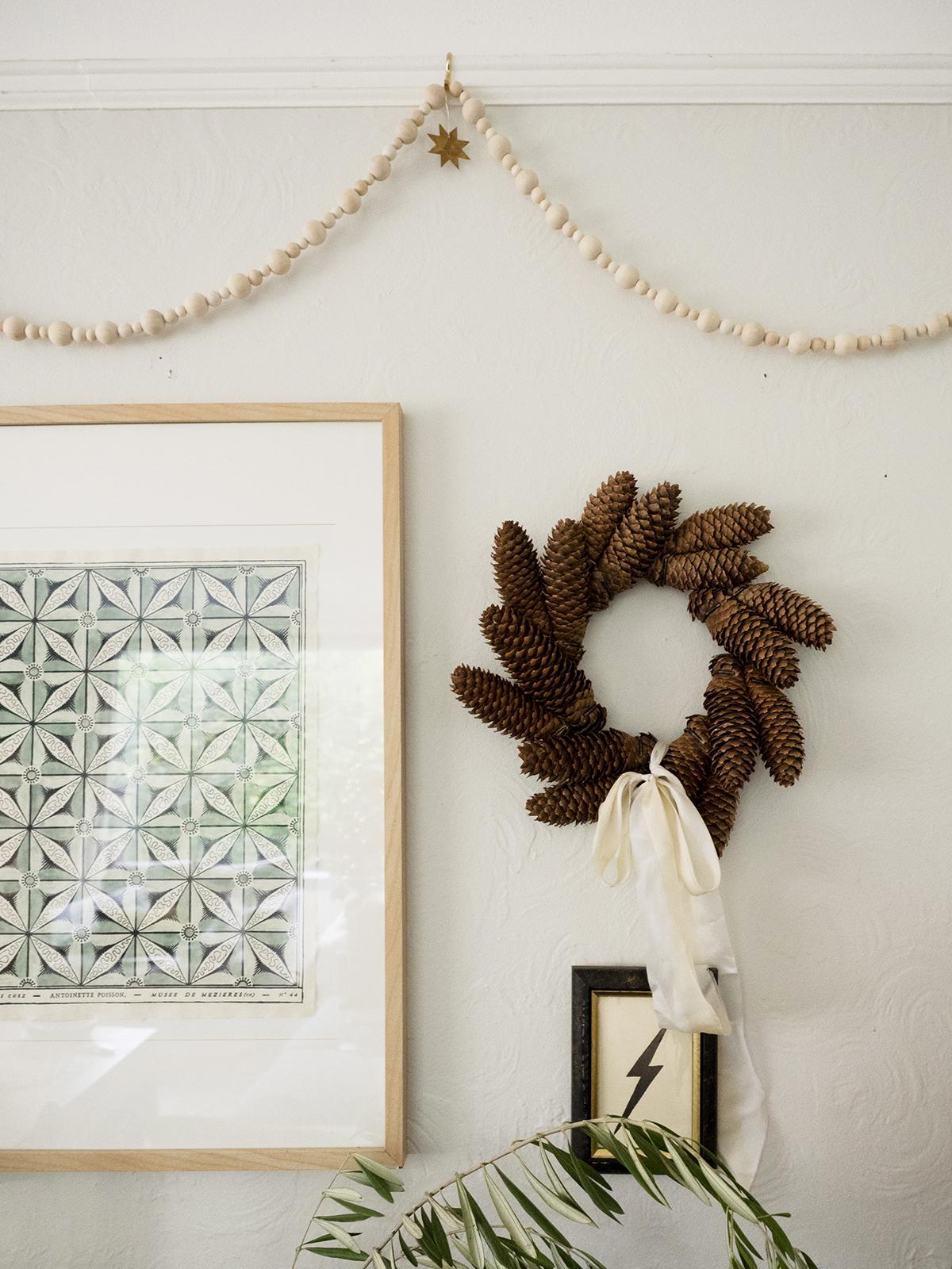 нейтральный зимний праздничный декор coco kelley