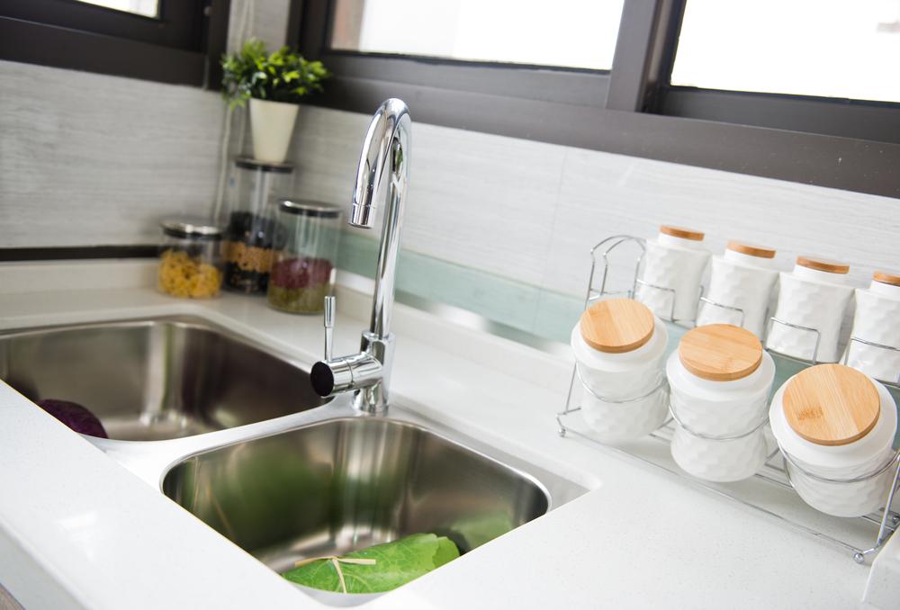 Кухонная мойка с двойной чашей