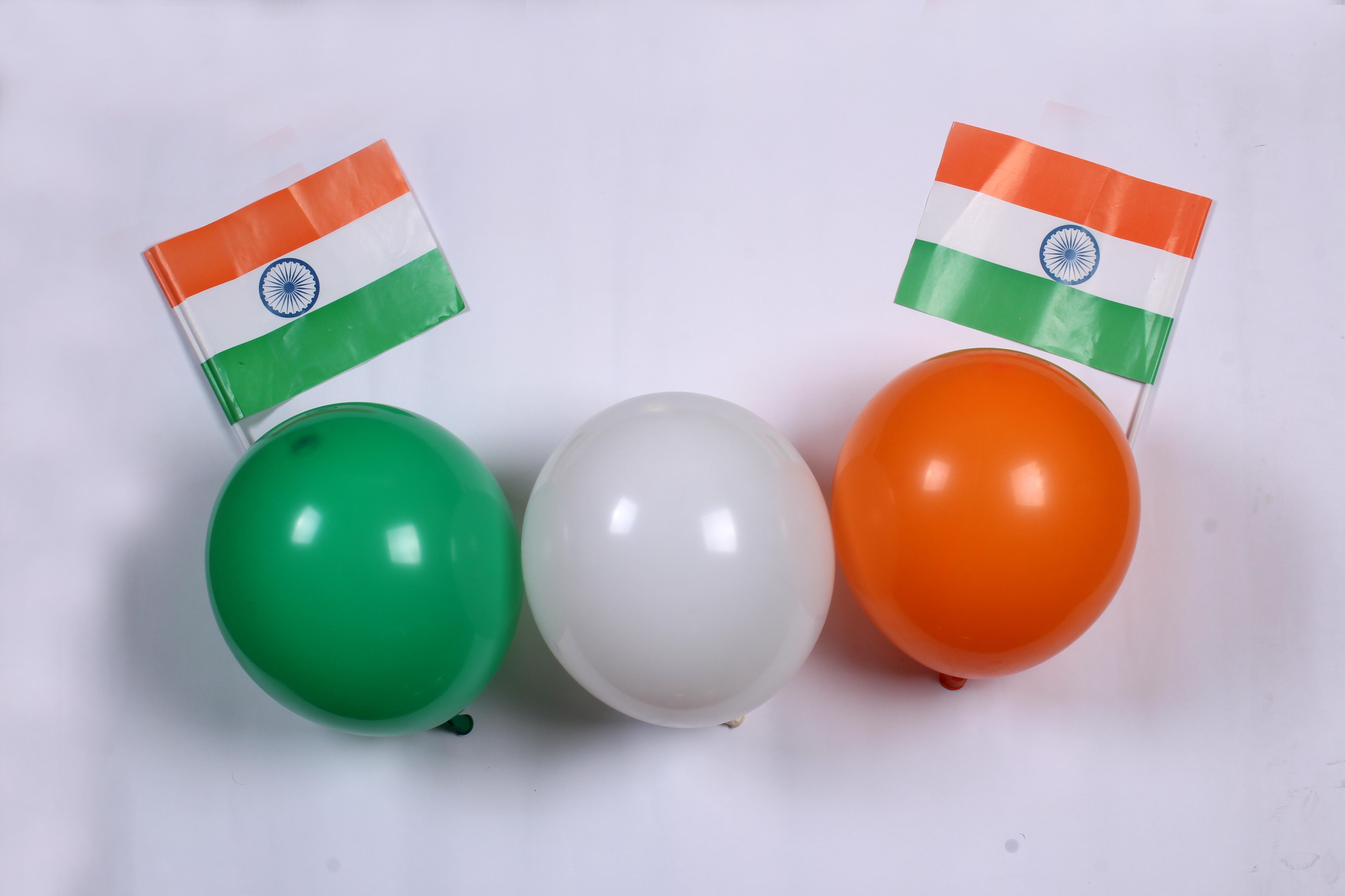 Украшение воздушного шара на тему Дня Республики