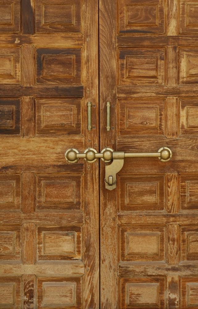 Дверь в комнату для пуджи