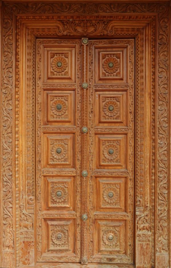 Тяжелые декоративные двери