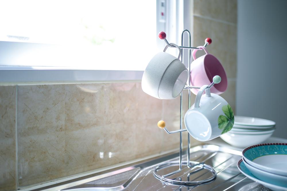 как устроить кухню без шкафов