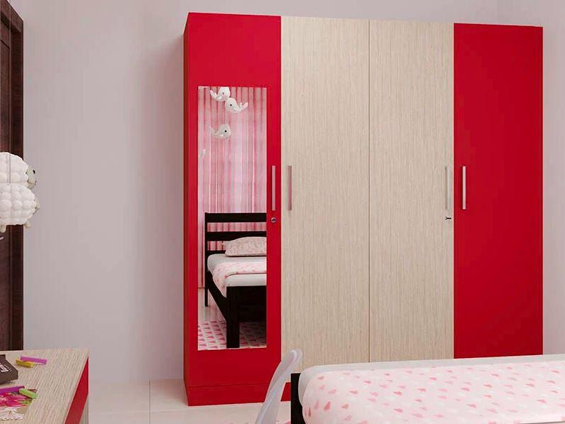 Красный и деревянный шкаф