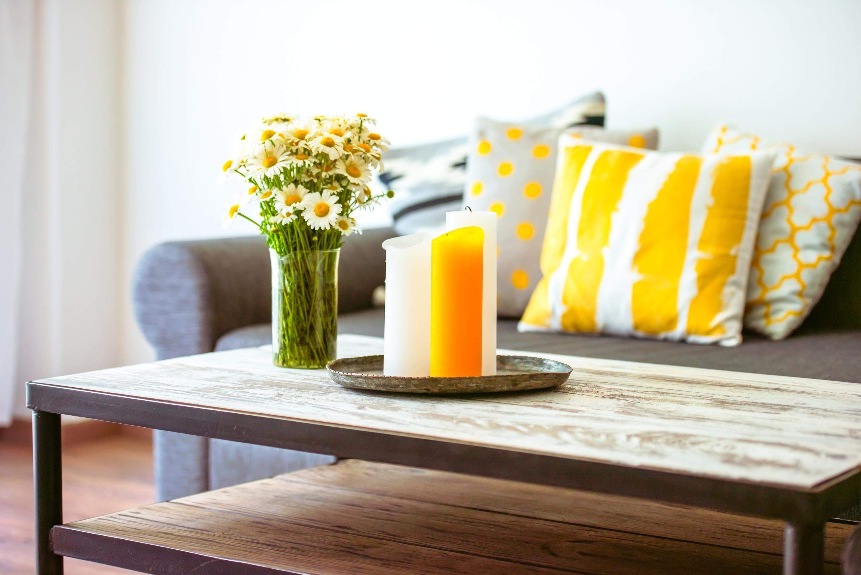 украшение гостиной желтого цвета