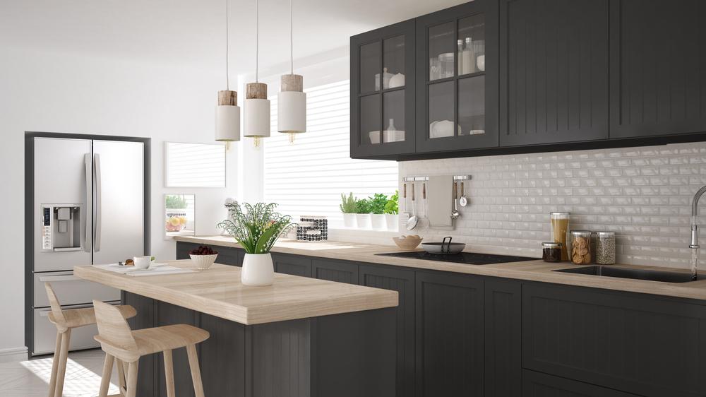 Тематический кухонный остров в черном и деревянном стиле