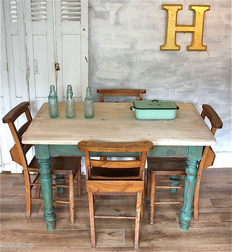 Обеденный стол в стиле ретро
